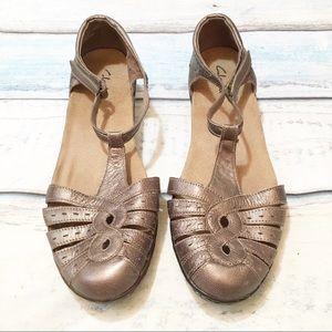 5ddcd057387 Women s Clarks Metallic Sandals on Poshmark